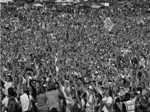 16) Glasto Crowd